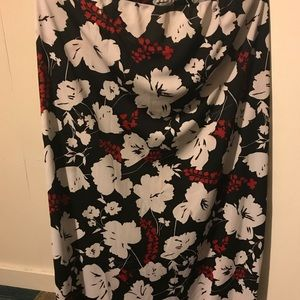 Floral skirt with slit on side